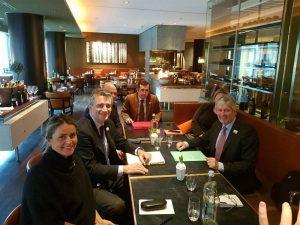 Etchevehere junto al ministro de Agricultura de Nueva Zelanda.